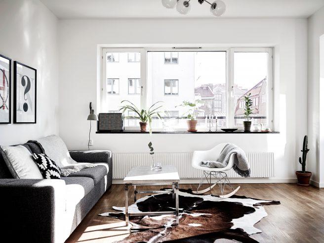 Lys moderne stue i leilighet