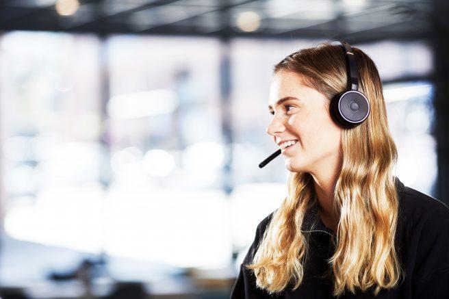 Kvinne med headset, kundeservice telefon